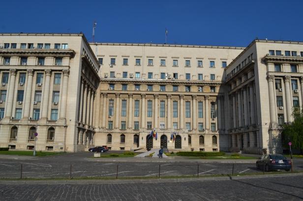 Sede del Partido Comunista Rumano en Bucarest con el balcón donde Nicolae dio su último discurso (Fuente: el buen mapache)