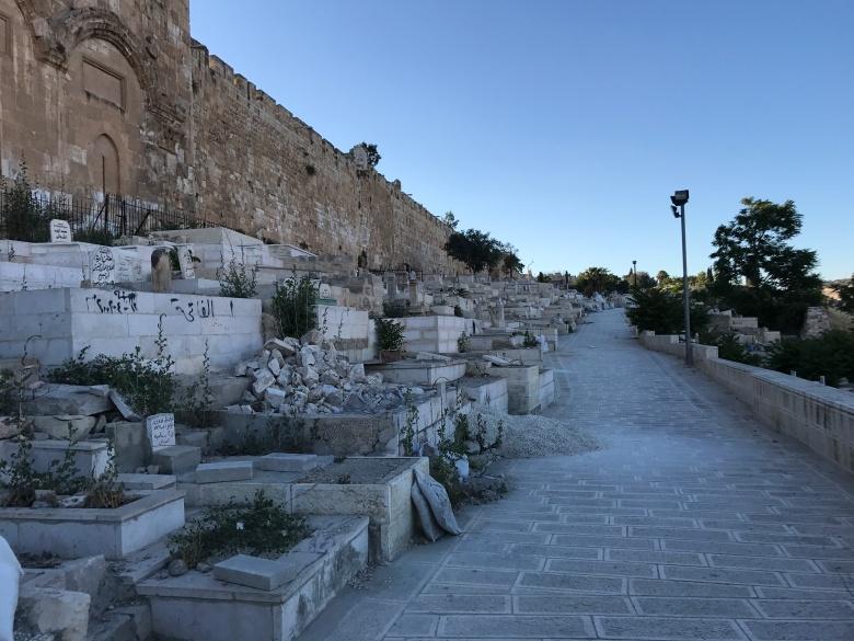 Cementerio judío a los pies del muro de las lamentaciones