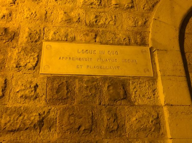 Placa indicando el lugar donde Jesús fue capturado y flagelado