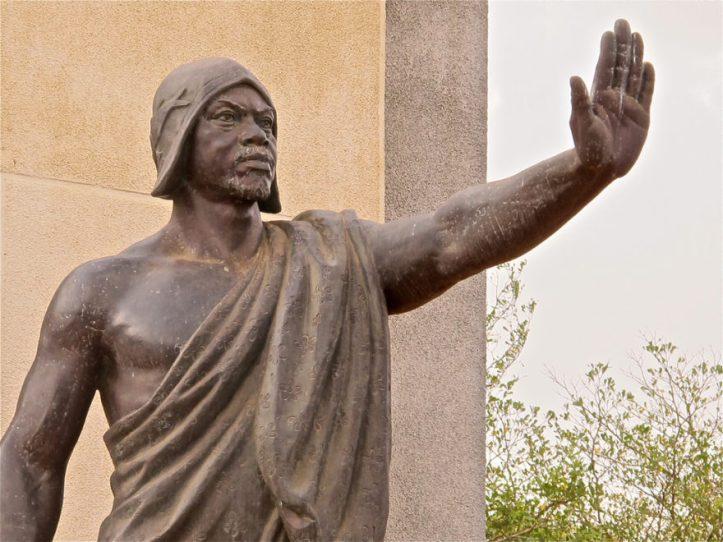 The-Mansudae-Overseas-Project-Benin-Statue-of-Béhanzin-2-880x660