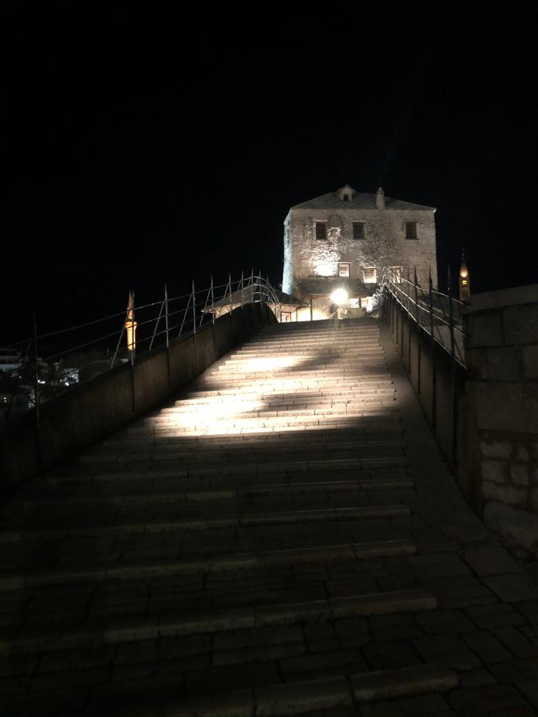 27. Subiendo el puente de Móstar