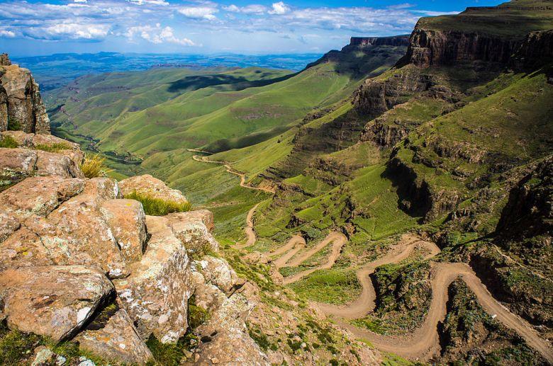 Sani_Pass_heading_into_Lesotho